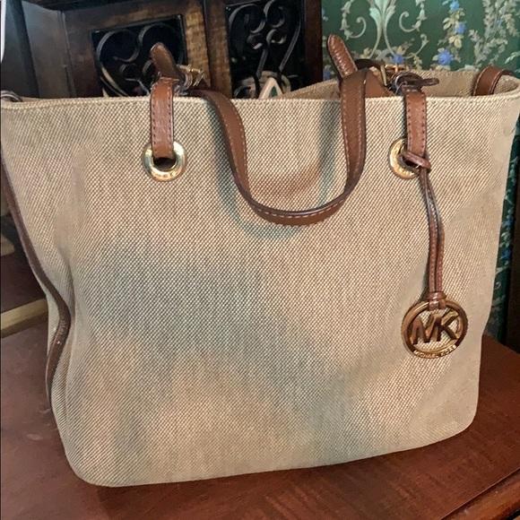 MICHAEL Michael Kors Handbags - MICHAEL KORS PURSE!